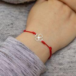 Гривна с червен конец сребриста четирилистна детелина