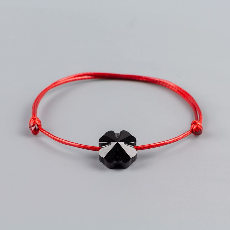 Гривна с червен конец и детелина кристал Swarovski elements