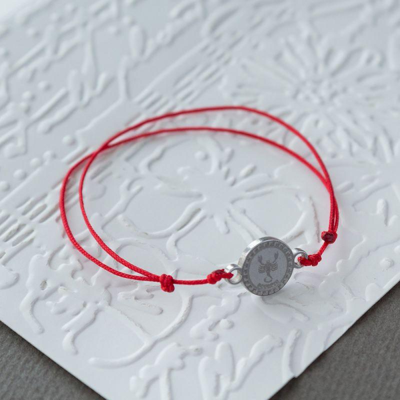Зодиакален амулет с червен конец Скорпион