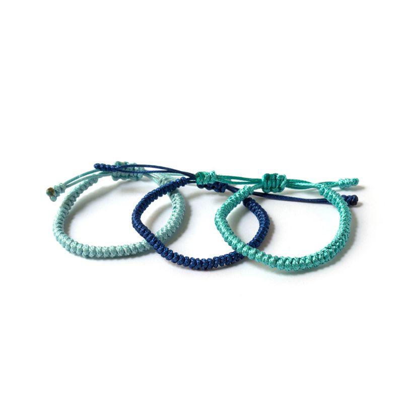 Светло синя плетена гривна Тибетски възел на щастието