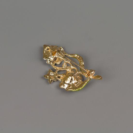 Брошка в златист цвят с емайлирано покритие и кристали Кала