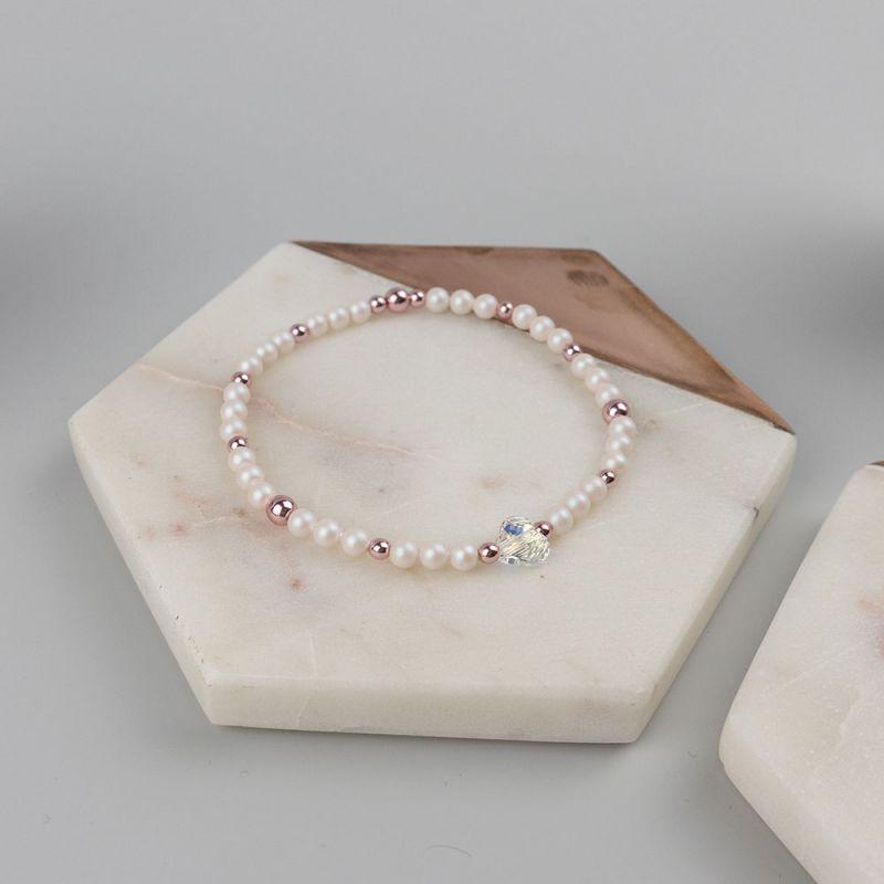 Нежна бяла гривна с кристални перли Swarovski и сърце