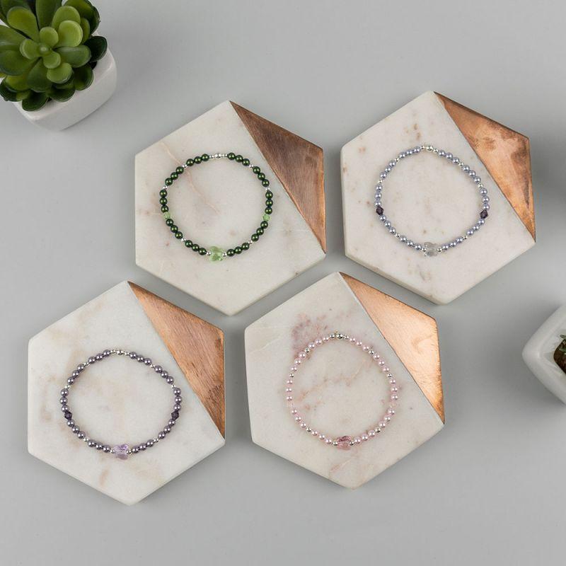 Лилава гривна с кристални перли Swarovski и пеперуда
