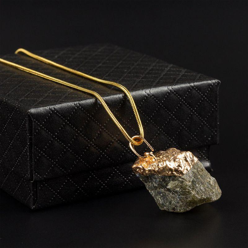 Колие с необработен камък сив Ахат