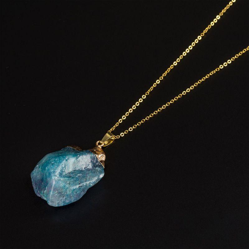 Колие с необработен камък Светлосин Ахат