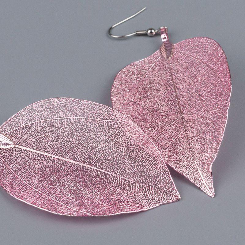 Тъмно розови обеци листа