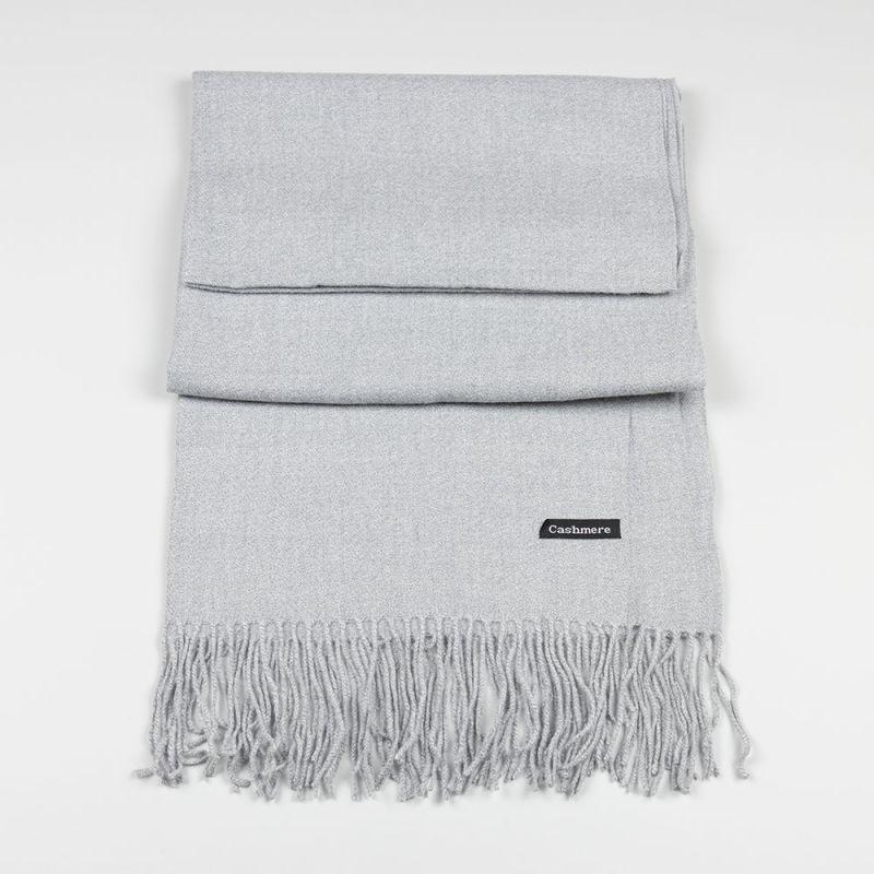 Дамски шал в сив цвят