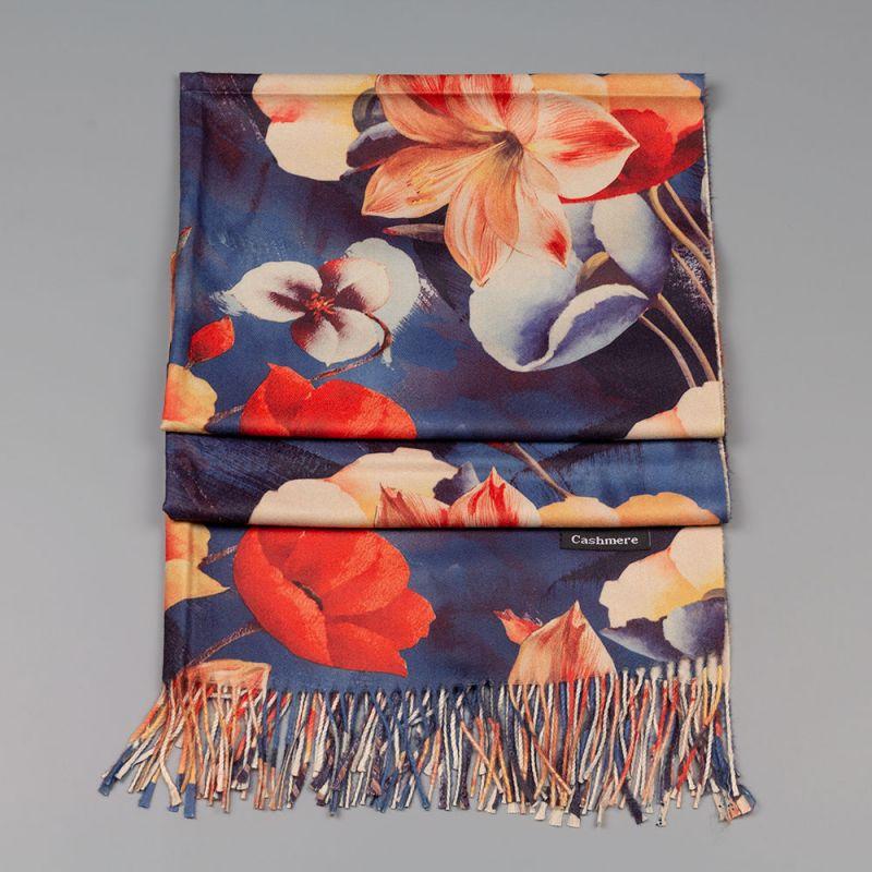 Есенен дамски шал в син цвят с цветя