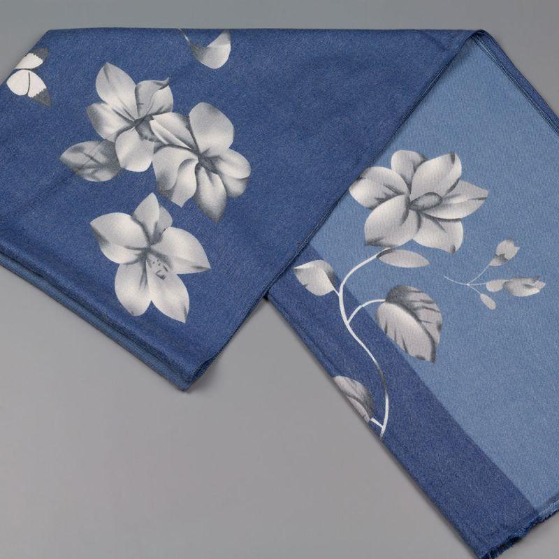 Дамски шал с цветя в син цвят