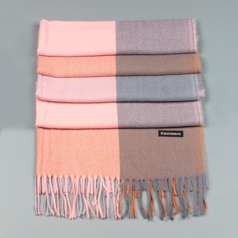 Зимен дамски шал в розов и сив цвят